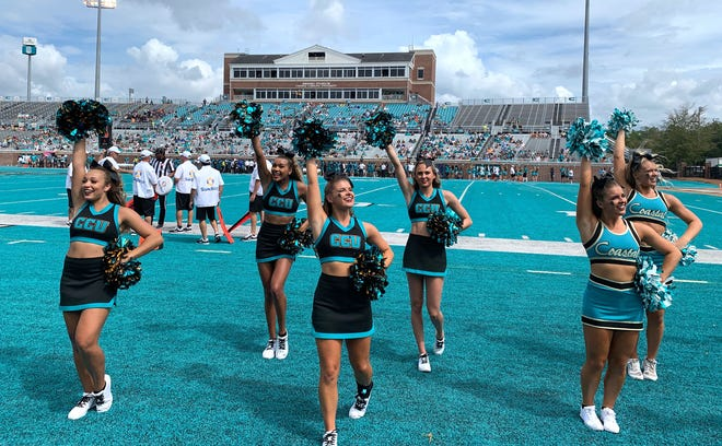 Coastal Carolina football cheerleaders